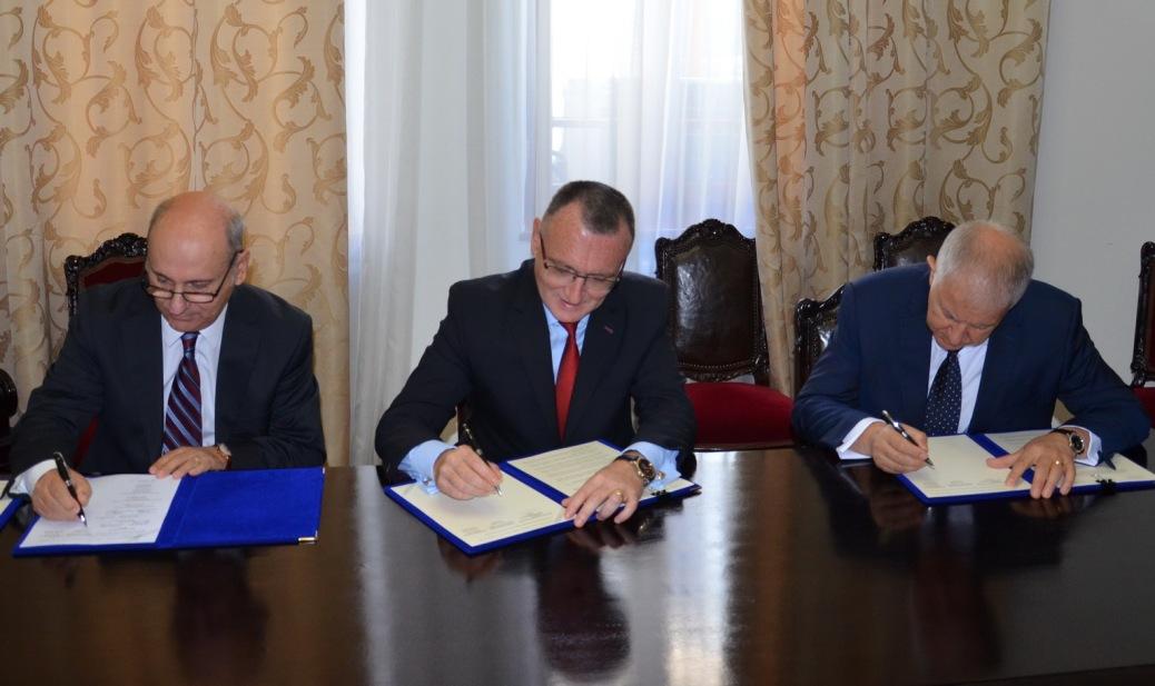 PROTOCOL SEMNAT INTRE BISERICA CRESTINA DUPA EVANGHELIE SI MINISTERUL EDUCATIEI NATIONALE PENTRU PREDAREA RELIGIEI IN INVATAMANTUL PREUNIVERSITAR DE STAT ROMANESC
